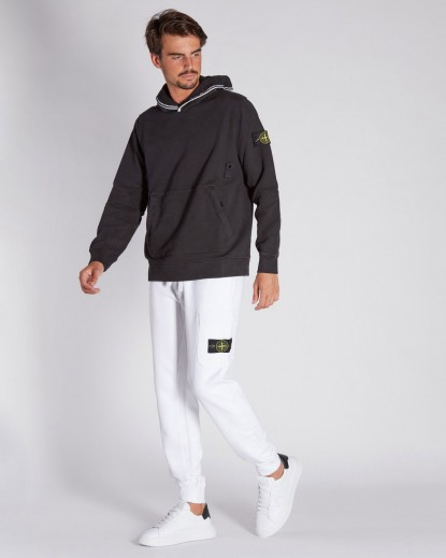 Felpa nera con cappuccio profilato in contrasto tasche con zip in contrasto